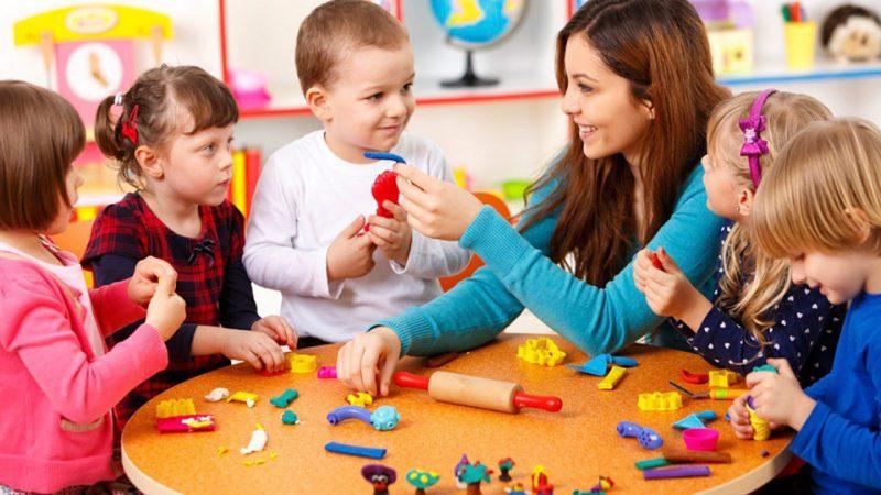 දරුවාගේ වයසට අනුව සුදුසු දිවා සුරැකුම් මධ්යස්ථානයක් (Daycare එකක්) තෝරාගන්නේ මෙහෙමයි!